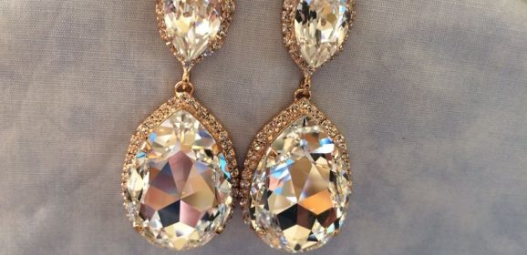 Teardrop Earrings Helps You Creating a Sparkly Statement